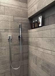 dusche auf podest im asaitischen badezimmer asaitischen