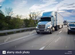 Lorry Wagon Semi-truck 18 Wheeler On Road Stock Photo: 221786112 - Alamy