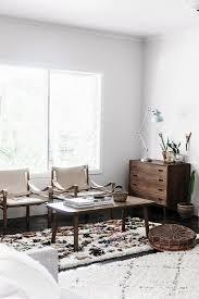 vintage möbel im wohnzimmer in erdfarben bild kaufen