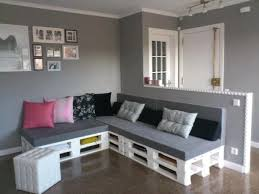 Put A Welcoming DIY Pallet Couch In Your Lounge Or Living Room To Greet Tired Family Members Any Guests Create Puffy Do It Yourself