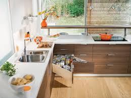 eckschrank in der küche lösungen halbschrank karussell