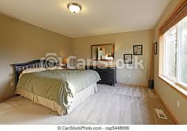 schlafzimmer mit grünen wänden und schwarzen möbeln canstock