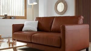 choisir canapé cuir quelles couleurs marier avec un canapé en cuir brun