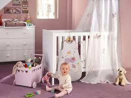 préparer chambre bébé chambre de bébé décoration et sécurité enfant