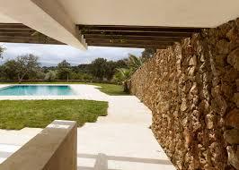 100 Modern Stone Walls Roz Barrs Modern Pool House In The Sierra Nevada