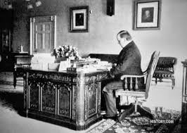 Resolute Desk Replica Plans by Lincoln Bedroom White House Museum
