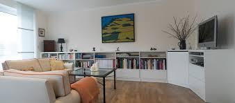 ein tv schrank mit wohnzimmerschrank über eck modern
