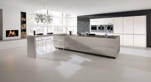 alno hochglanz küche mit elektrogeräten und einbauspüle