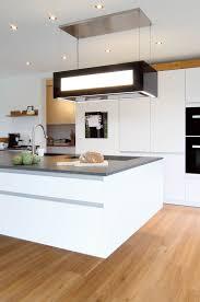 küche mit insel in weiß lack eiche holzwoi