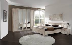 schickes schlafzimmer in eiche dekor