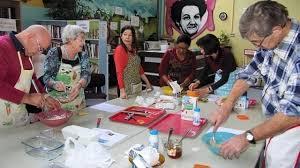 cours de cuisine cholet cholet l atelier cuisine des restos du cœur bénéficiaires et