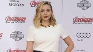 Elizabeth Olsen handles her wardrobe malfunction like a boss PHOTO