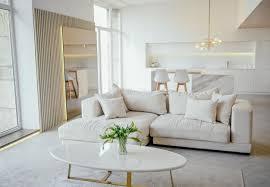 helles klassisches modernes luxus esszimmer und küche im