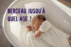 a quel age bébé dort dans sa chambre a quel age bébé dort dans un grand lit entourage de lit en bois