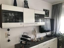 wandschrank wohnzimmer weiß aus massivem vollholz glas