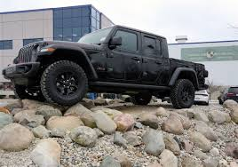 100 Pictures Of Cool Trucks Toledomade Jeep Gladiator Wins Truck Of The Year Award