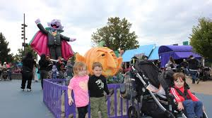 Sesame Place Halloween Parade by Must Do Sesame Place Halloween Spooktacular Mommy Nearest