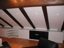 schränke wohnzimmer möbel in der dachschräge integriert