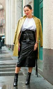 Inspiring Skirt And Boots Combinations For Fall Winter Outfits 20