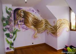 deco chambre princesse disney fresque raiponce à la bombe aérosol dans la chambre de justine