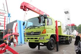 UNIC-High Outrigger Truck Mounted Crane | UNIC-Truck Mounted Cranes ...