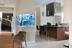 offene küche wohnzimmer abtrennen weißer boden schwarze