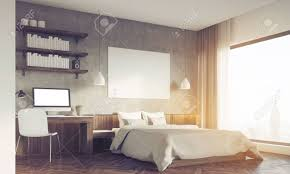 sonnenbeschienenem schlafzimmer in der großen stadt master bett mit horizontaler plakat computer auf dem schreibtisch bookshelves 3d rendering