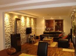 mediterrane wandgestaltung im wohnzimmer mit kunststeinpaneele