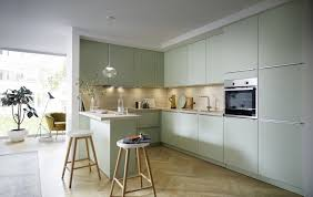 schicke contur küche 55 100 in u form in pastellgrün satin und spitzahorn nb