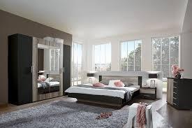 chambre classe flofa la chambre à coucher bicolore en noir et décor chêne d une