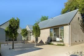 100 Modern Stucco House On S Modern House Gable Roof Homes