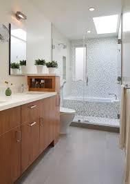 kleine baeder einrichten ideen wanne dusche glaswand