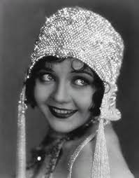 Fashionistas Of The 1920s Flapper Outfits Chanel And Hats