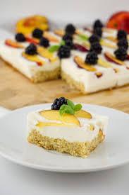 kalorienarmer joghurt quark kuchen mit früchten