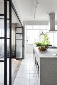 offene küche trennen glastür harmonikatür weiße küche