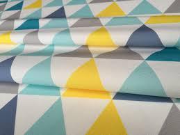 tissu ameublement enfant en 140cmx50cm motif triangles jaunes
