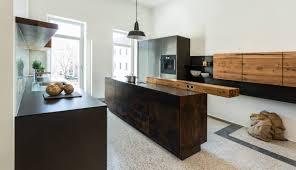 ulmer industrial küche mit altholz und rohstahl