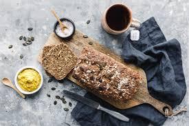 schnelles veganes vollkornbrot mit kürbiskernmehl