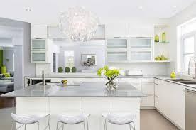 lustres pour cuisine armoire de cuisine blanche contemporaine avec installation dosseret