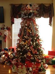 Christmas Tree Toppers Disney by Best 25 Disney Christmas Tree Decorations Ideas On Pinterest