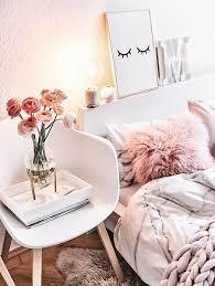 sweet dreams eine stilvolle vase und frische blumen oder