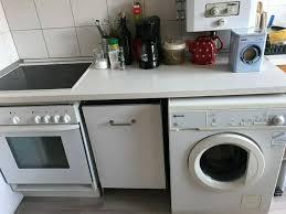 schöne küche mit spülmaschine waschmaschine herd und backofen