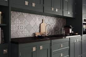 carreaux ciment cuisine crédence cuisine carreaux de ciment patchwork et artistique