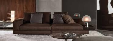 braunes sofa kombiniert mit verschiedenen stilen