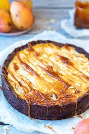 birnen schmand kuchen mit karamellsoße