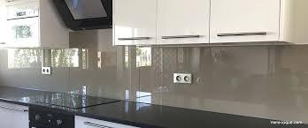credence verre cuisine plaque en verre cuisine credence cuisine en verre laque taupe