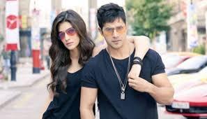 See Cool Varun Dhawan pouty Kriti Sanon in new Dilwale
