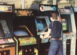 11021 Vintage 70s Arcade