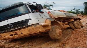 100 Awesome Semi Trucks Extreme On Extreme Muddy Road Drivers