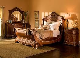 Different Hampton Court 4 pc King Bedroom Set